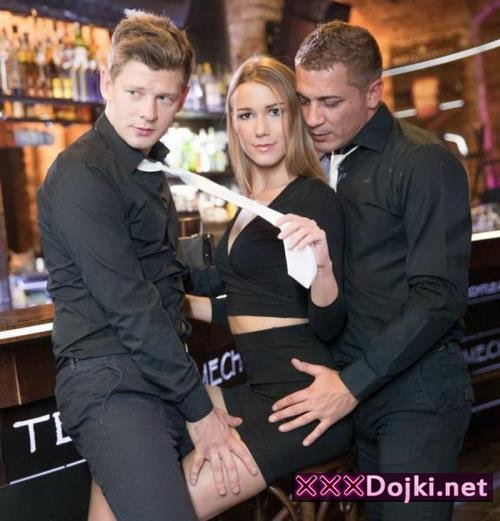 Alexis Crystal - And Two Hung Waiters Have a DP Trio in a Bar (2017/FullHD)